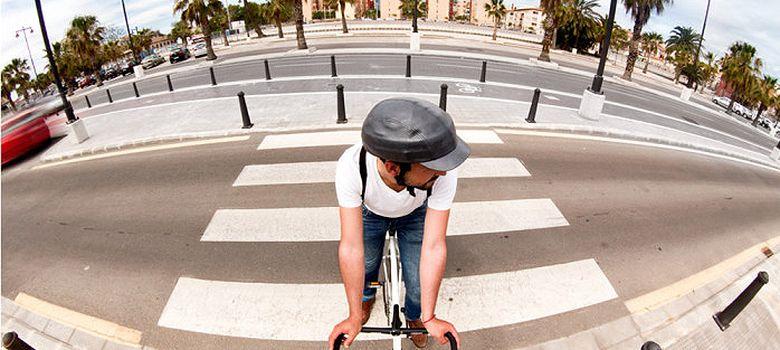 Foto: Una empresa española inventa los cascos de bicicleta que se pliegan