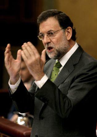 Foto: Rajoy critica los bandazos de Zapatero, pero no pide elecciones anticipadas