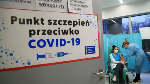 ¿Que solo pasa en España? Así se cuelan políticos y famosos polacos para vacunarse