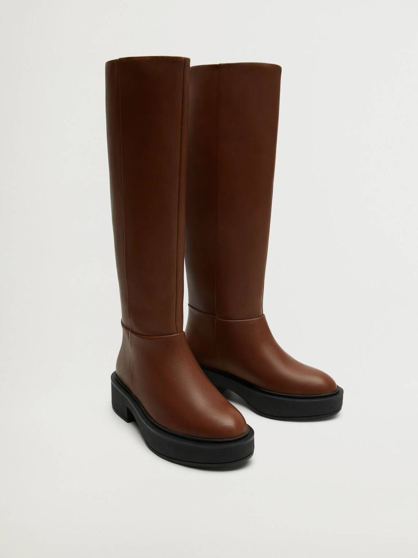 Botas 'equestrian' de piel de Mango Outlet. (Cortesía)