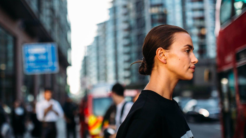 Irina Shayk en las calles de Nueva York.  (Imaxtree)