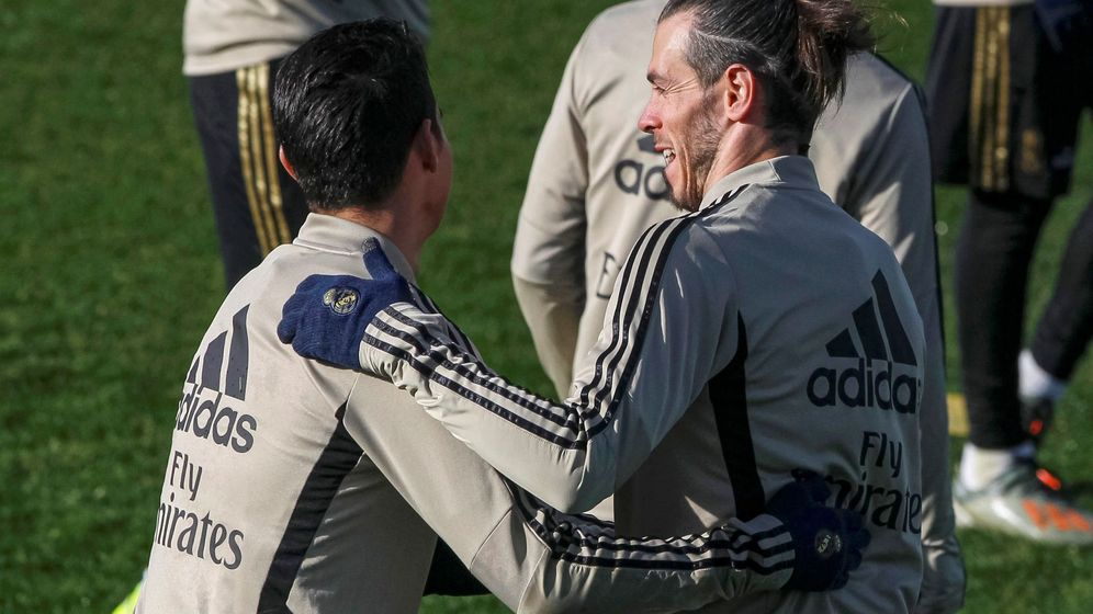 Foto: James y Bale, hermanados por el bajo rendimiento (Efe)