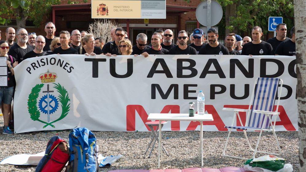 Foto: Manifestación en 2018 de funcionarios de la prisión malagueña de Alhaurín de la Torre. (EFE)