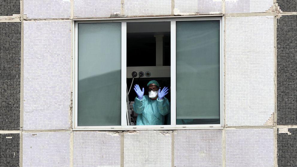 Sanidad instruye a los médicos para trabajar hasta sin mascarillas por la falta de material