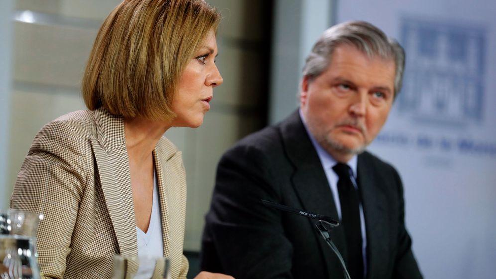 Foto: La ministra de Defensa, María Dolores de Cospedal, e Íñigo Méndez de Vigo, actual titular de Educación y Cultura además de portavoz. (EFE)