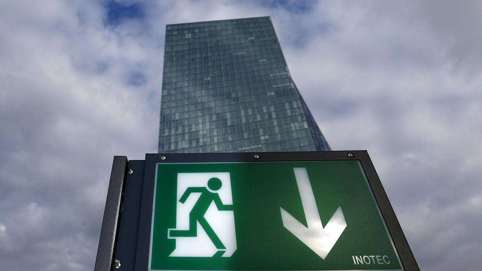 Foto: Más de 150.000 accionistas enfilan la puerta de salida de los bancos durante el último año