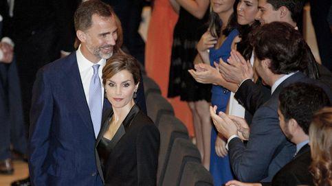 Felipe y Letizia, los reyes del 'selfie', se fotografían con Risto Mejide