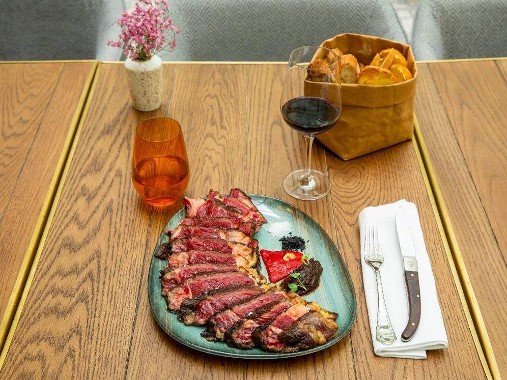 Foto: Poca hecha, así se sirve la carne en RIB Casa de la Carnicería - Beef & Wine. (Cortesía)