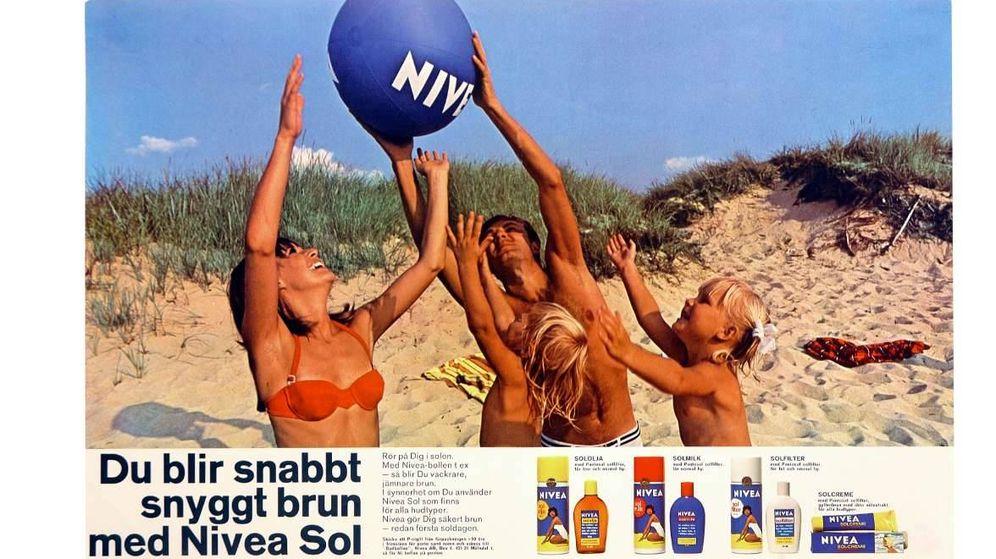 Foto: En las playas esperaban ansiosos la avioneta para coger una pelota (Nivea).