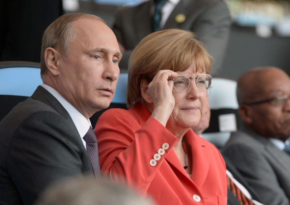 Foto: Putin y Merkel durante la final del Mundial (Efe).