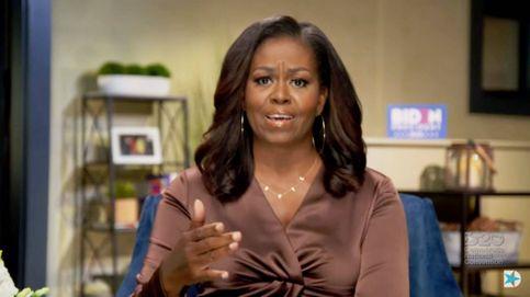 Michelle y Melania mandan mensajes políticos a través de sus accesorios