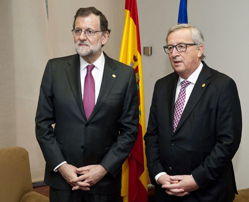 Foto: El presidente del Gobierno en funciones, Mariano Rajoy, junto al presidente de la Comisión Europea, Jean-Claude Juncker. (EFE)