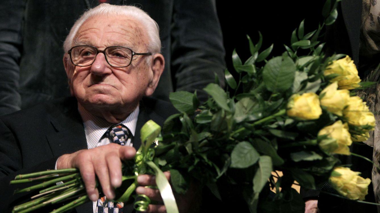 Foto: Nicholas Winton a los 101 años, en el estreno de la película que relata su historia. (Reuters/Petr Josek Snr)