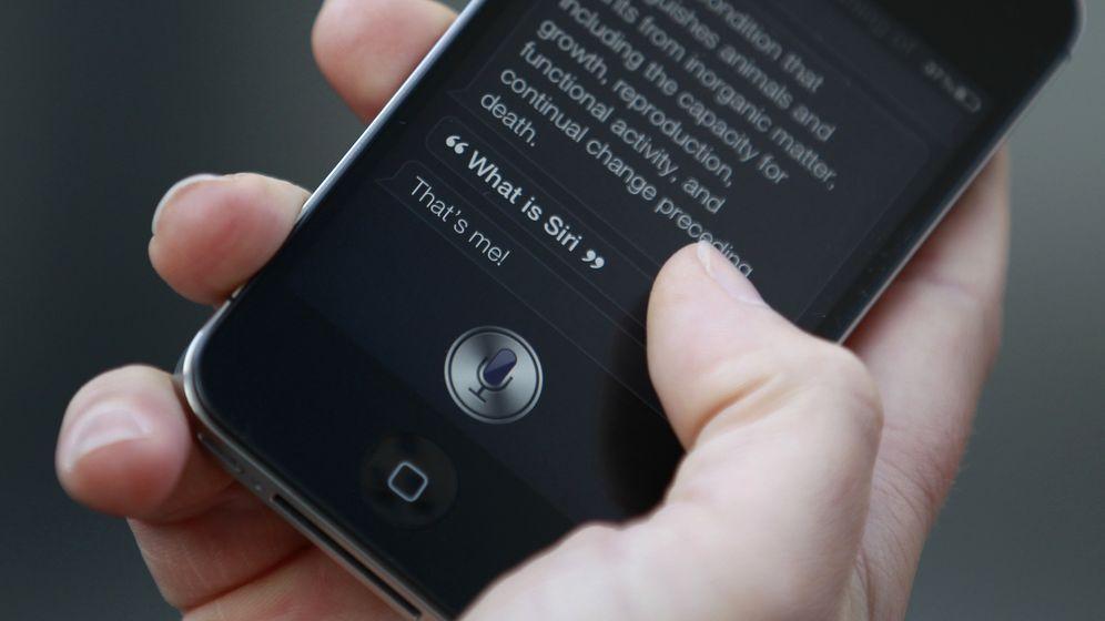 Foto: Siri, Alexa y redes sociales: las nuevas maneras de buscar empleo en España (Reuters)