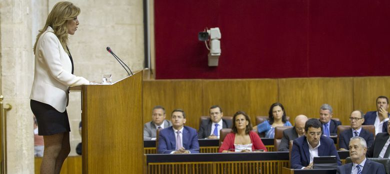 Foto: Susana Díaz (i), durante su discurso en el pleno de debate de investidura. (EFE)