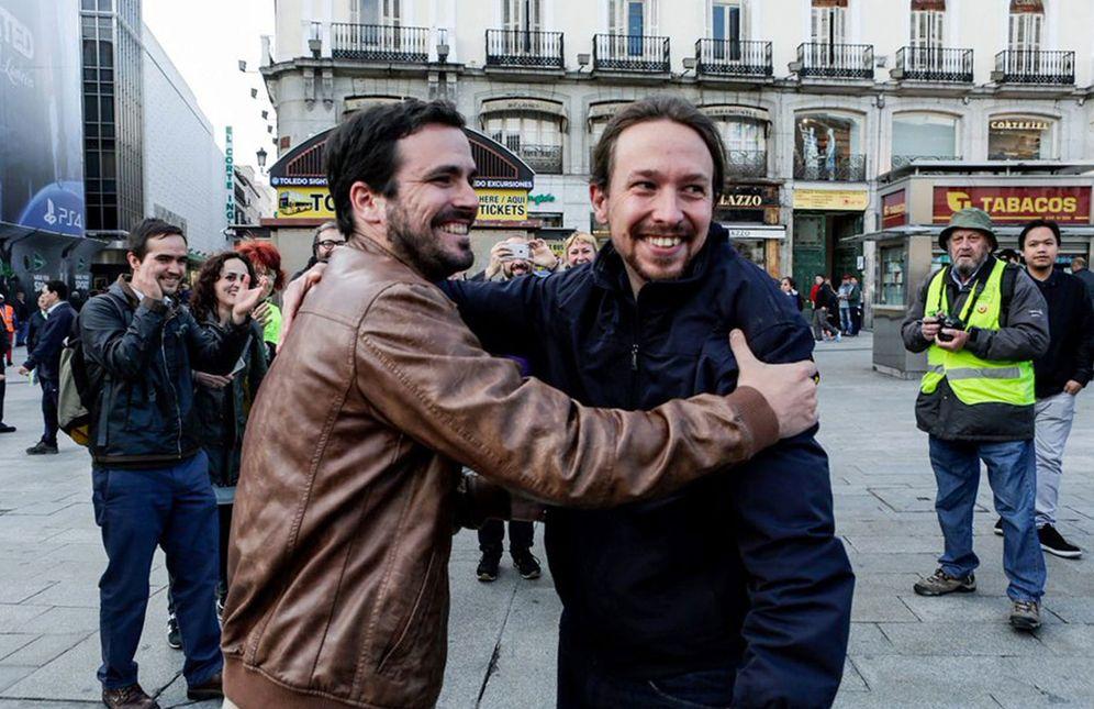 Foto: Alberto Garzón y Pablo Iglesias en la Puerta del Sol de Madrid, el pasado 9 de mayo, tras anunciar el acuerdo de Podemos e IU. (Twitter IU)