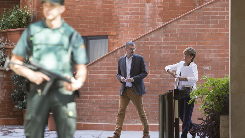 Foto:  El director general de comunicación de la Generalitat de Catalunya, Jaume Clotet, a su salida tras declarar el 27 de julio ante la Guardia Civil. (EFE)
