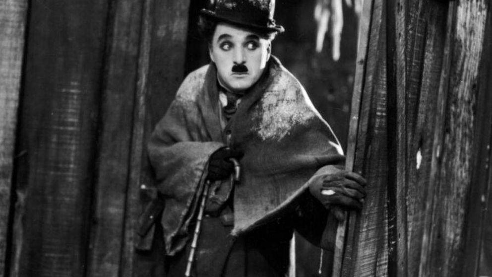 Chaplin llega a Stradivarius y a Instagram con esta camiseta de la nueva colección