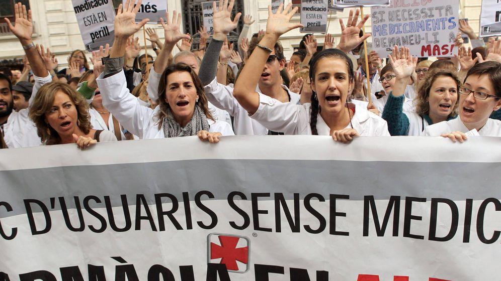 Foto: Imagen de archivo de una huelga de farmacéuticos en Cataluña por impago de recetas. (EFE)