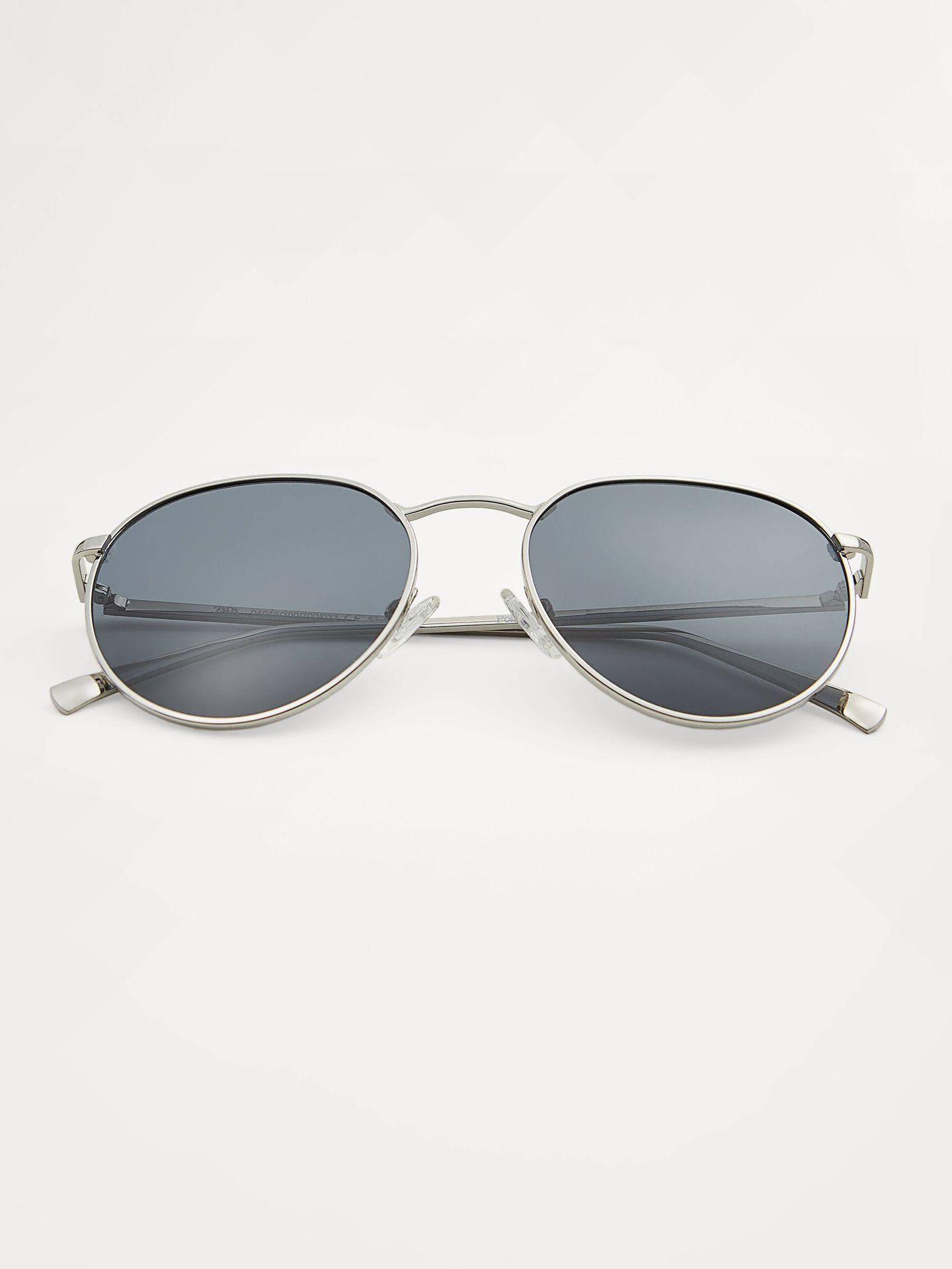 Gafas de sol aviadoras de Zara. (Cortesía)