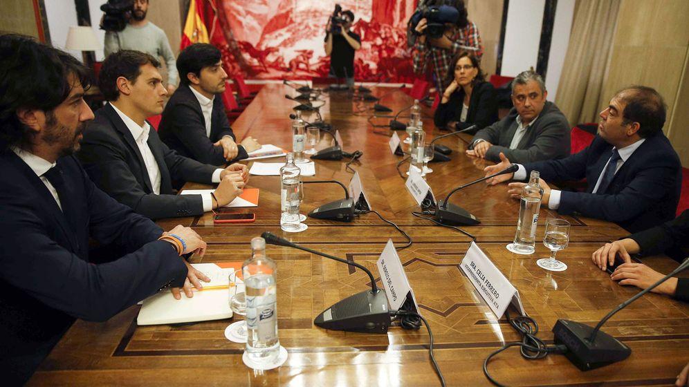Foto: Imagen de una reunión de Ciudadanos con la Asociación de Trabajadores Autónomos, ATA. (EFE)