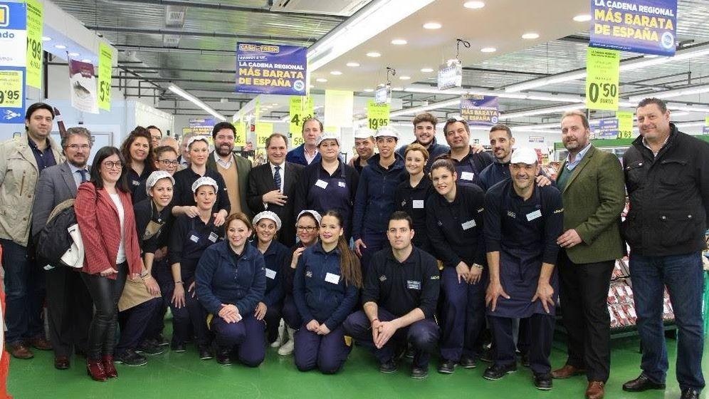 Foto: Vicente Martín, nuevo presidente, en el centro con corbata. (Foto: MAS)