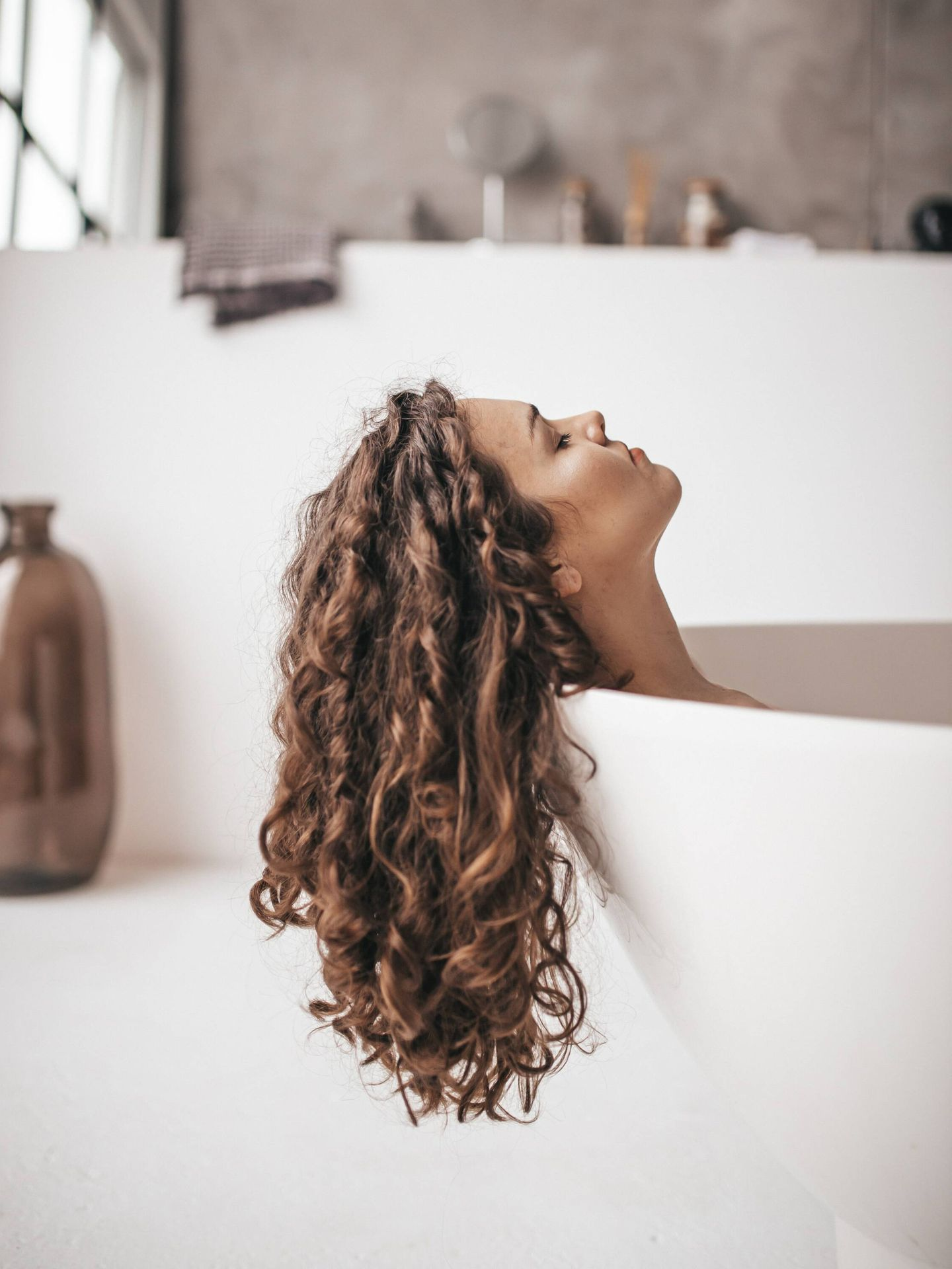 Dedica tu tiempo a mimar tu pelo. (Taisiia Stupak para Unsplash)