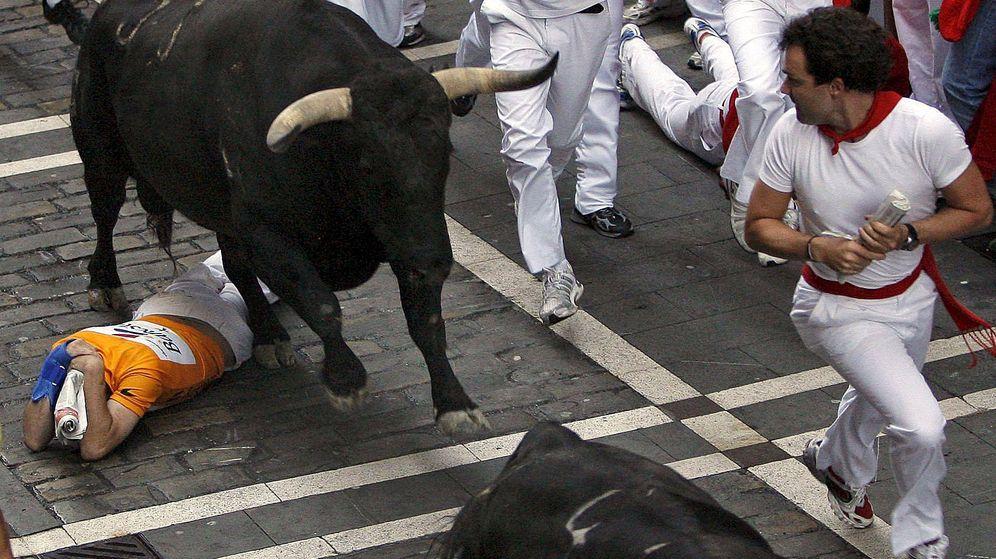 Foto: En los encierros como en la política, ante una situación de peligro lo mejor es quedarse acurrucado. (Efe)