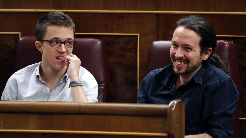 Foto: Pablo Iglesias e Íñigo Errejón, durante el debate de Pedro Sánchez en la primera sesión de la investidura. (EFE)