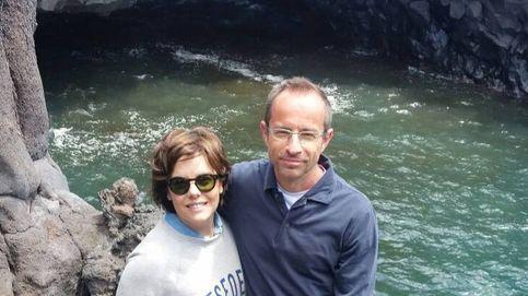 Las parejas de Sáenz de Santamaría y Casado, dos formas de apoyar a los candidatos