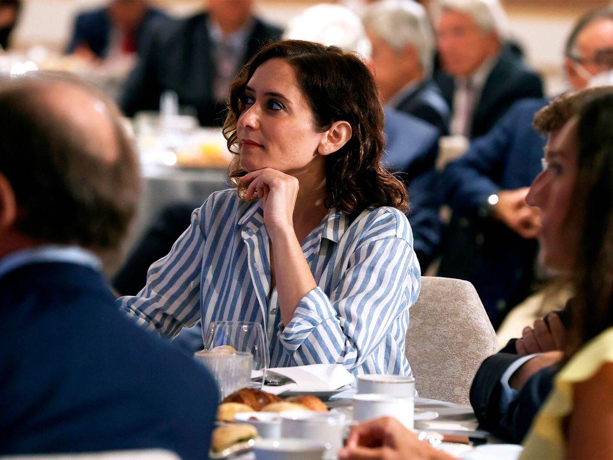 Foto: Isabel Díaz Ayuso asistió ayer al desayuno informativo del Fórum Europa, protagonizado por Pablo Casado. (EFE)