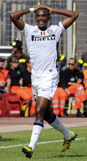El murmullo del racismo persigue a Samuel Eto'o hasta Italia