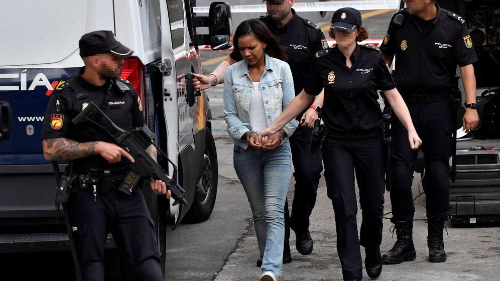 Foto: Ana julia quezada, autora confesa de la muerte de Gabriel Cruz, a su llegada a la Audiencia Provincial de Almería (EFE).
