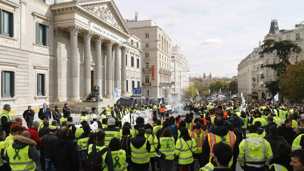 Foto: Trabajadores de Ence en el Congreso. (EFE)