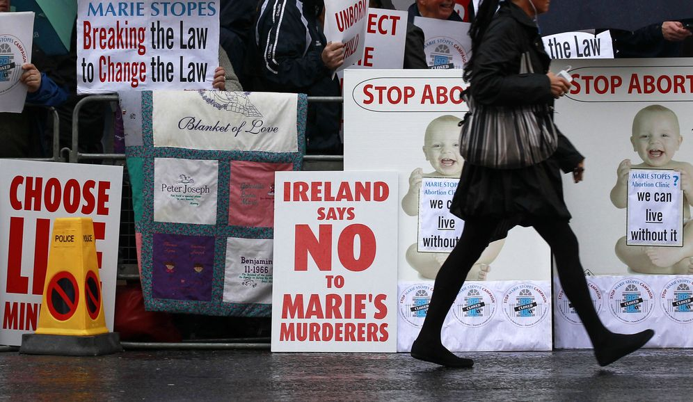 Foto: Manifestantes antiabortistas durante una protesta en Belfast, en octubre de 2012. (Reuters)