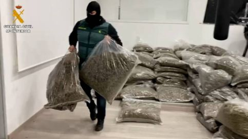Ocho detenidos 'in fraganti' con más de 5.600 kilos marihuana envasada en Almería