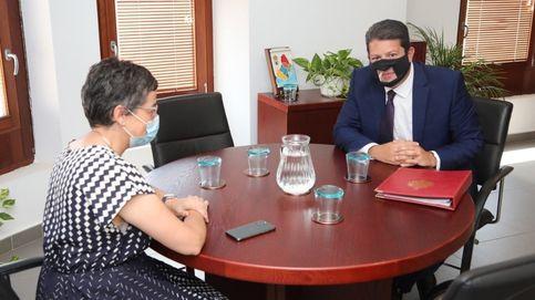Casado pide la reprobación de Laya por su reunión en Gibraltar con Picardo