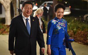 La historia de amor entre Peng Liyuan y su marido, un hit
