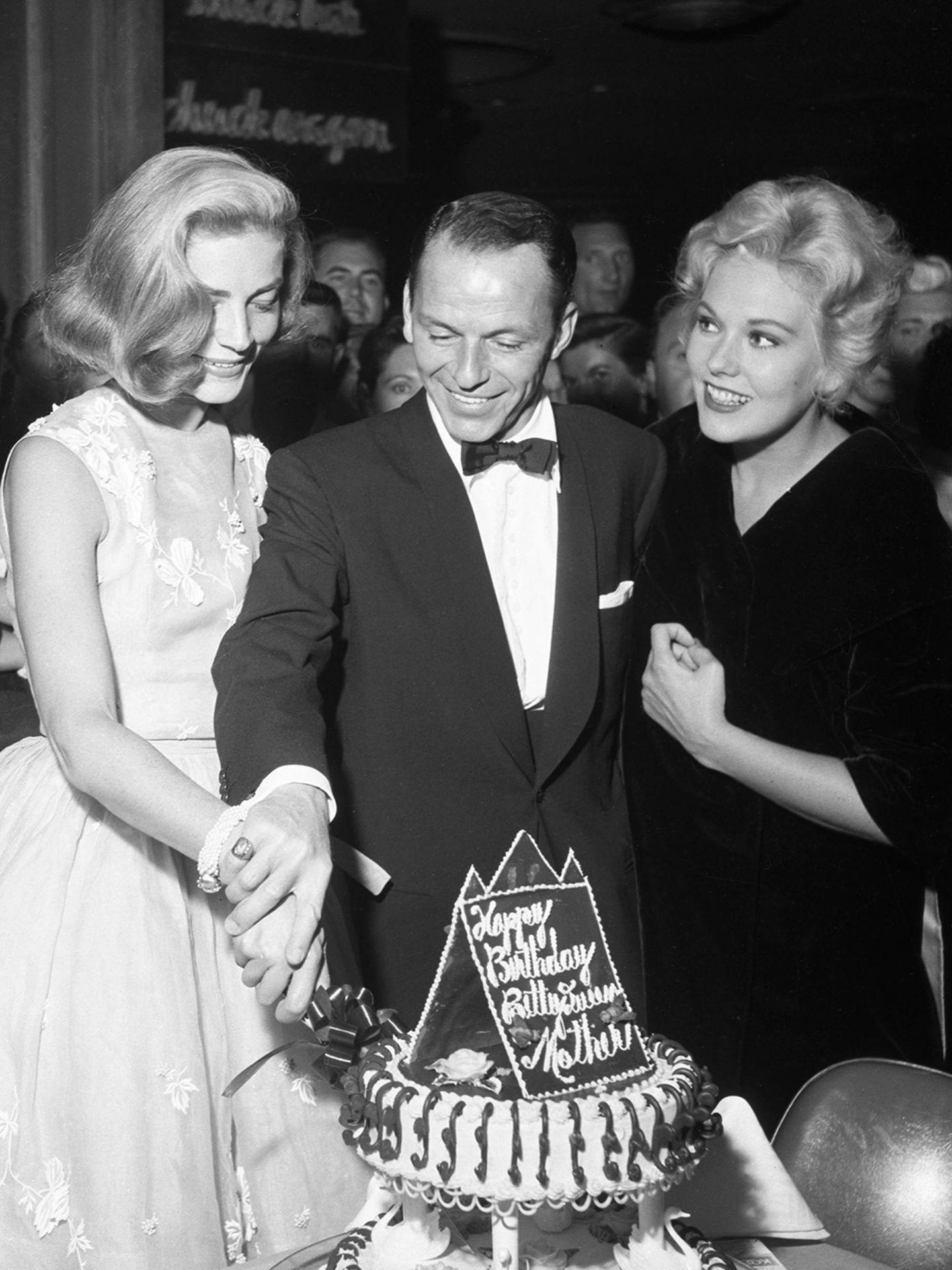 Lauren Bacall, Frank Sinatra y Kim Novak (Getty Images).