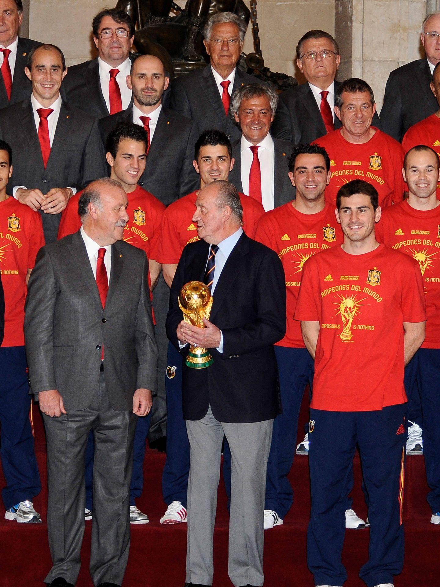 El rey Juan Carlos I, en 2010 con la selección española de fútbol. (Getty)