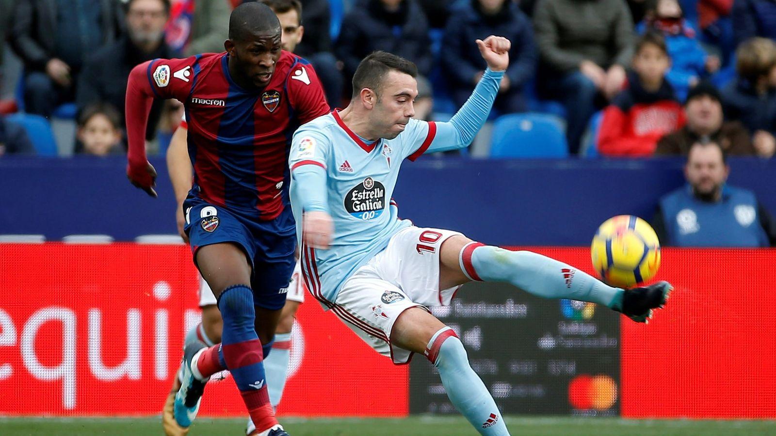 Foto: Lerma y Aspas durante el Levante-Celta disputado este domingo en Valencia. (EFE)