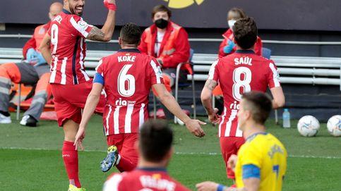 El Atlético amarra LaLiga en Cádiz y Luis Suárez ya marca hasta de falta (2-4)