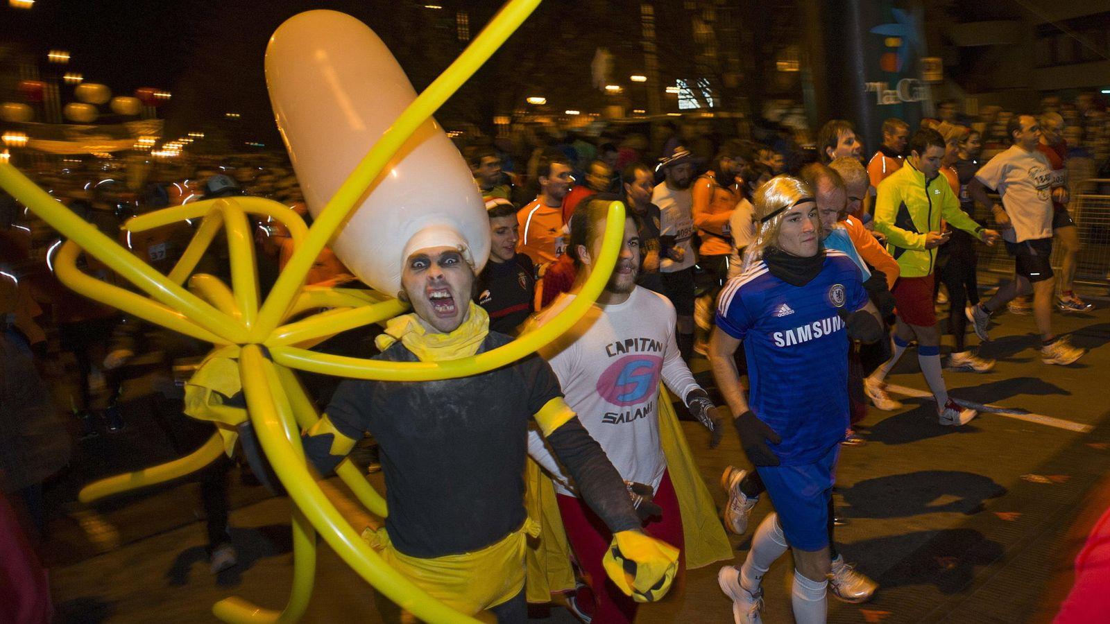 Foto: Un corredor popular de la San Silvestre de Pamplona de 2014.