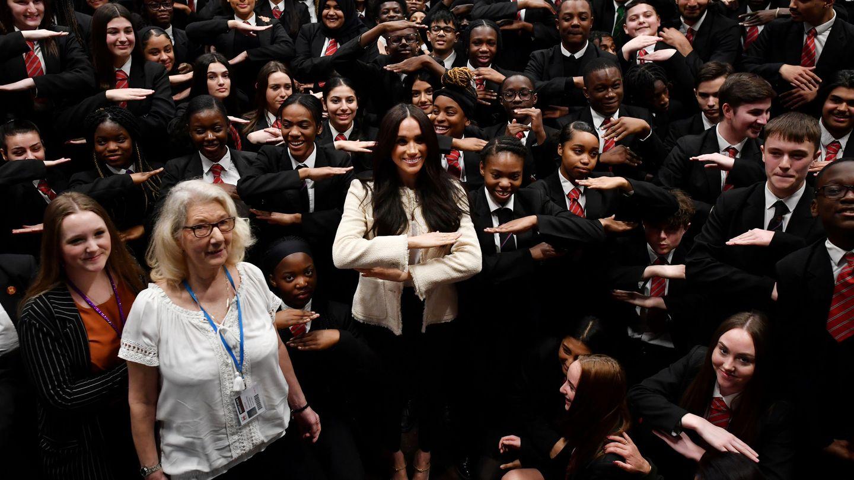 Meghan Markle, con los estudiantes del colegio Robert Clark. (Reuters)