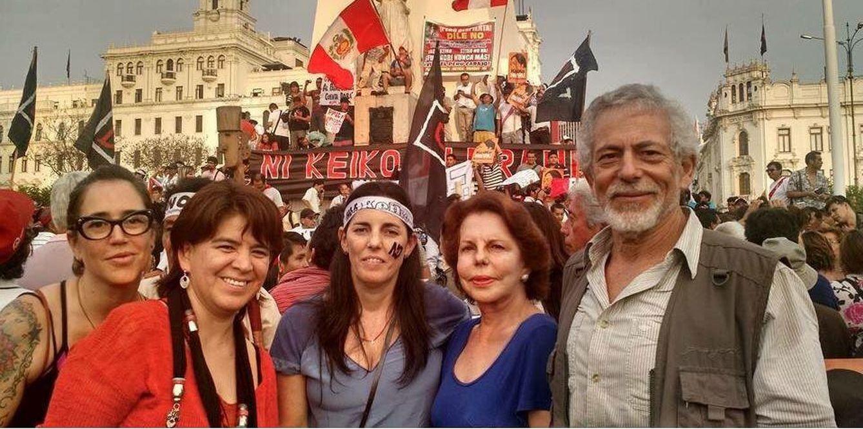Foto: Patricia Llosa durante la marcha contra Fujimori (Twitter @malditaternura)