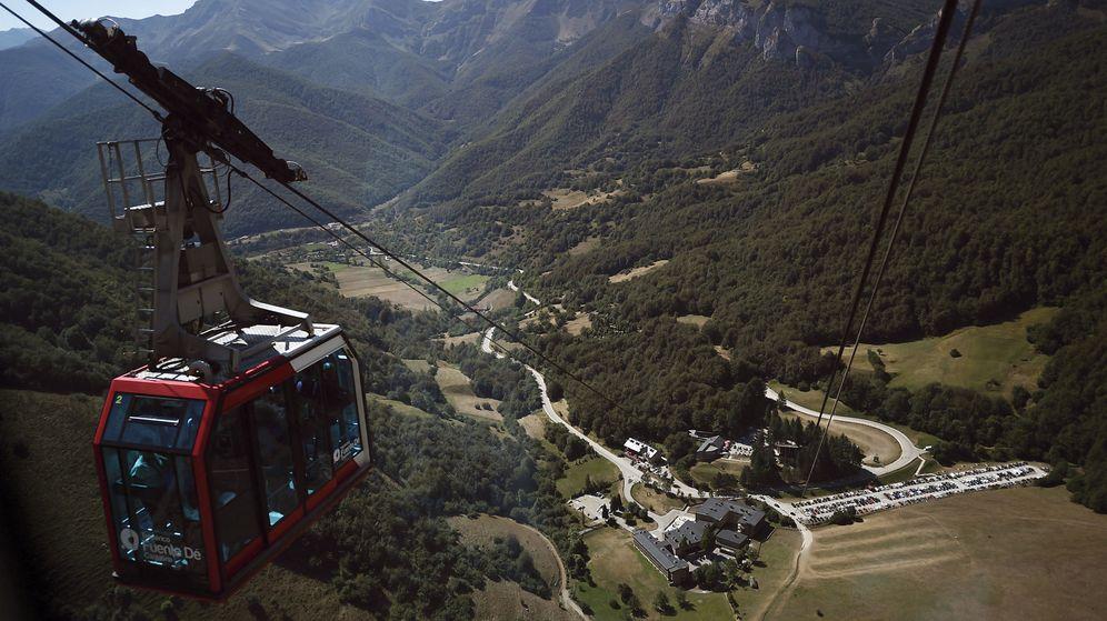 Foto: Una cabina del teleférico de Fuente Dé, en el Parque Nacional de los Picos de Europa. (EFE)