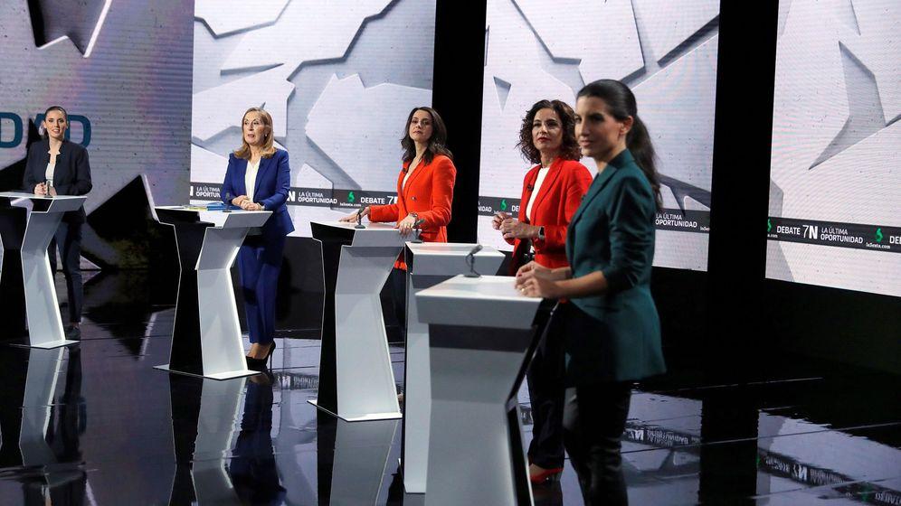 Foto: Irene Montero (Unidas Podemos), Ana Pastor (PP), Inés Arrimadas (Ciudadanos), María Jesús Montero (PSOE), y Rocío Monasterio (Vox), antes del inicio del debate. (EFE)
