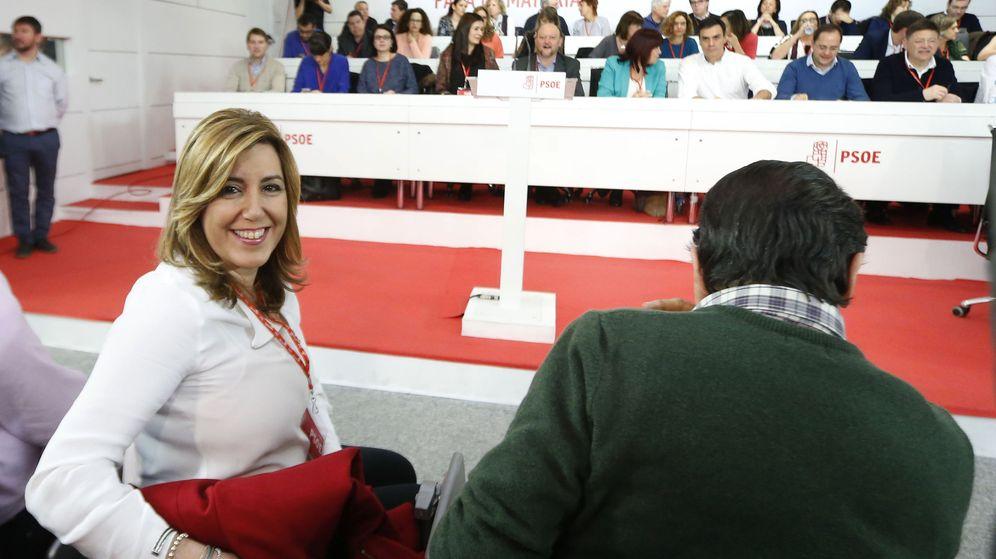 Foto: Susana Díaz, presidenta de la Junta de Andalucía, el pasado 30 de enero en el comité federal del PSOE, junto al asturiano Javier Fernández. (EFE)
