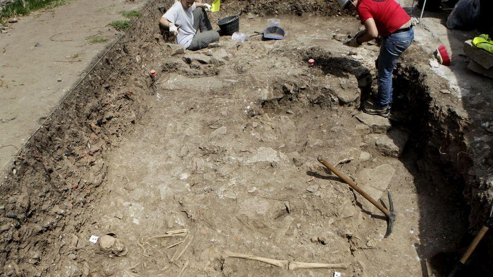 Foto: Restos del cementerio medieval en Algeciras, datado entre los siglos VI y XIV. (EFE)