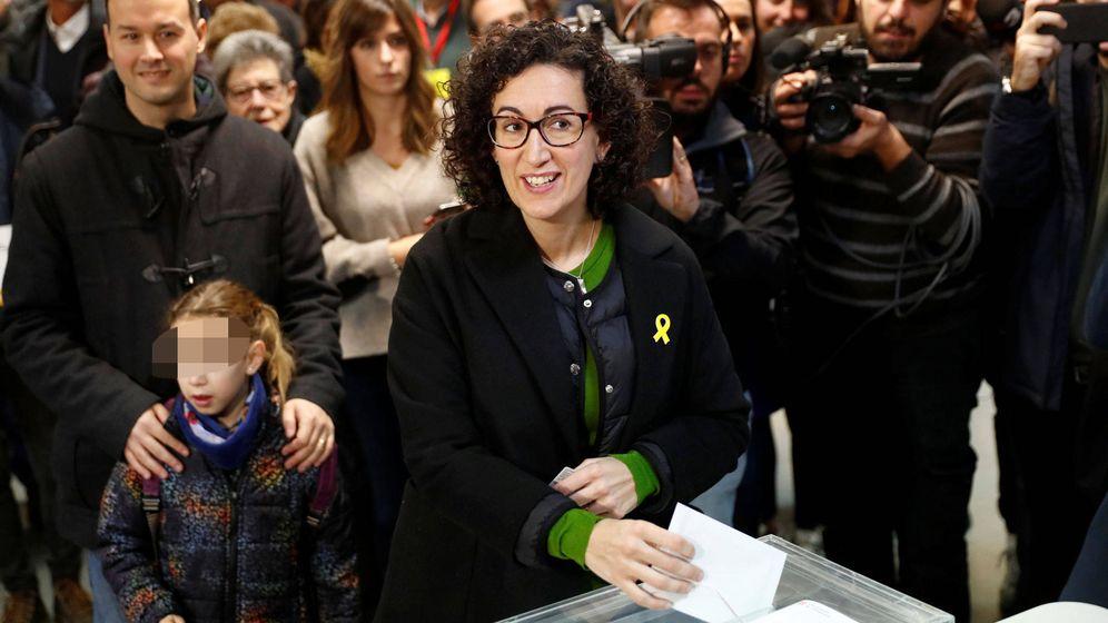 Foto: Marta Rovira, votando durante las elecciones de Cataluña. (EFE)